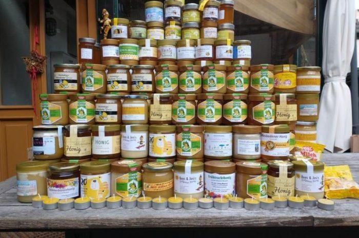 Wiesbadener Imker spenden 300 mal Süßes für die Tafel